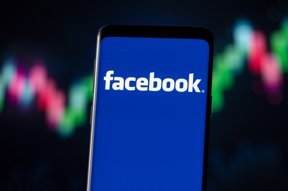 Facebook is using AI to help its content moderators